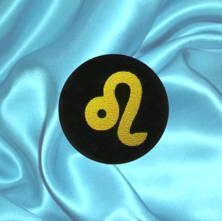 """Пластинка для сотового телефона знак Зодиака """"Лев"""" из шунгита."""