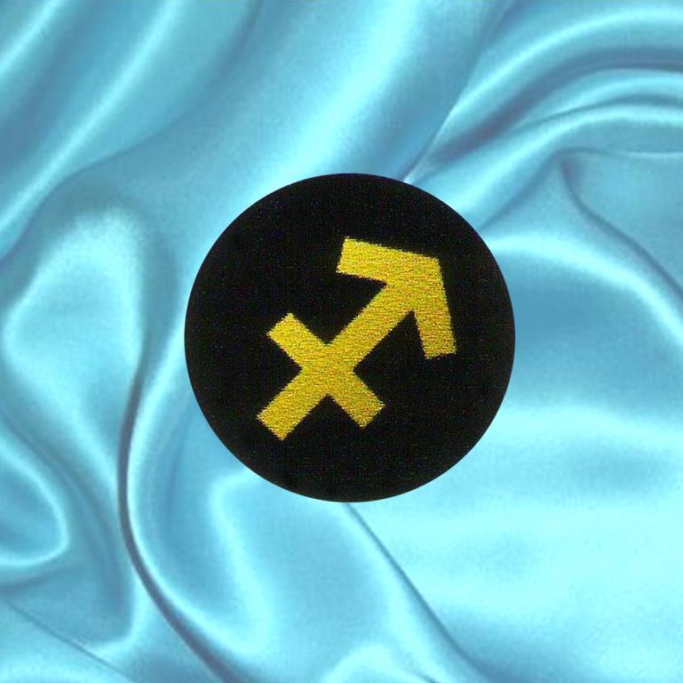 """Пластинка для сотового телефона знак Зодиака """"Стрелец"""" из шунгита."""