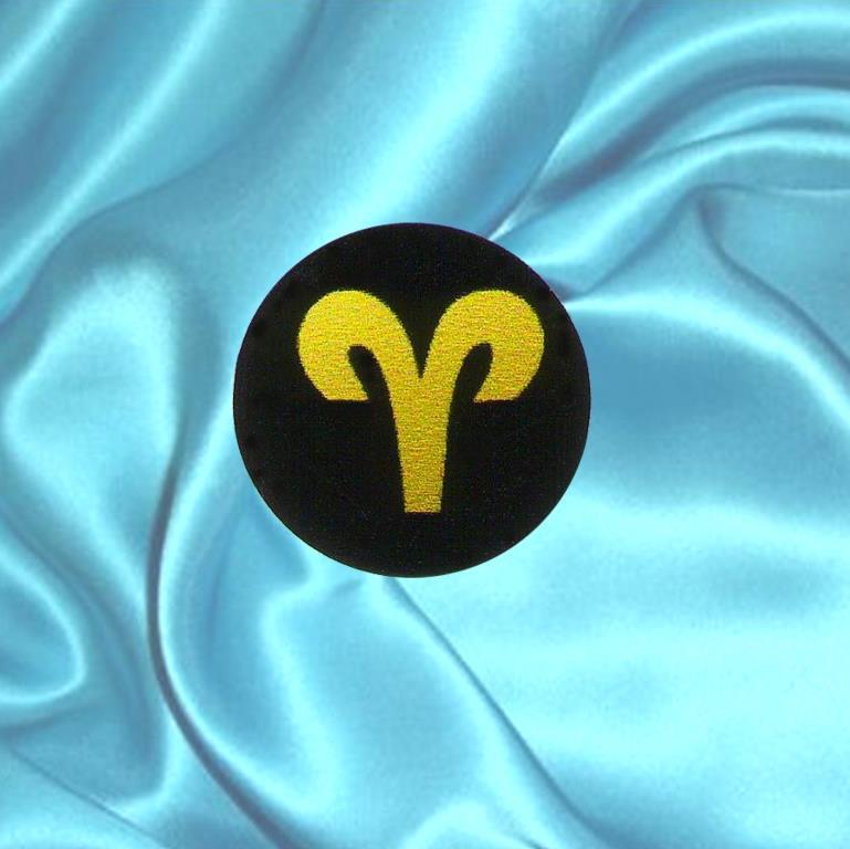 """Пластинка для сотового телефона знак Зодиака """"Овен"""" из шунгита."""