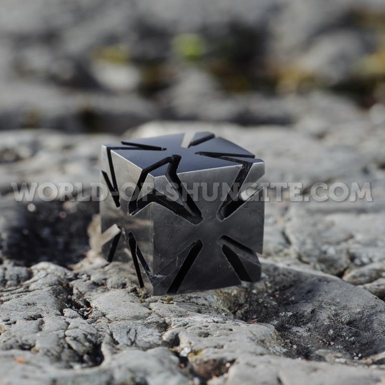 Куб с подрезкой из шунгита.