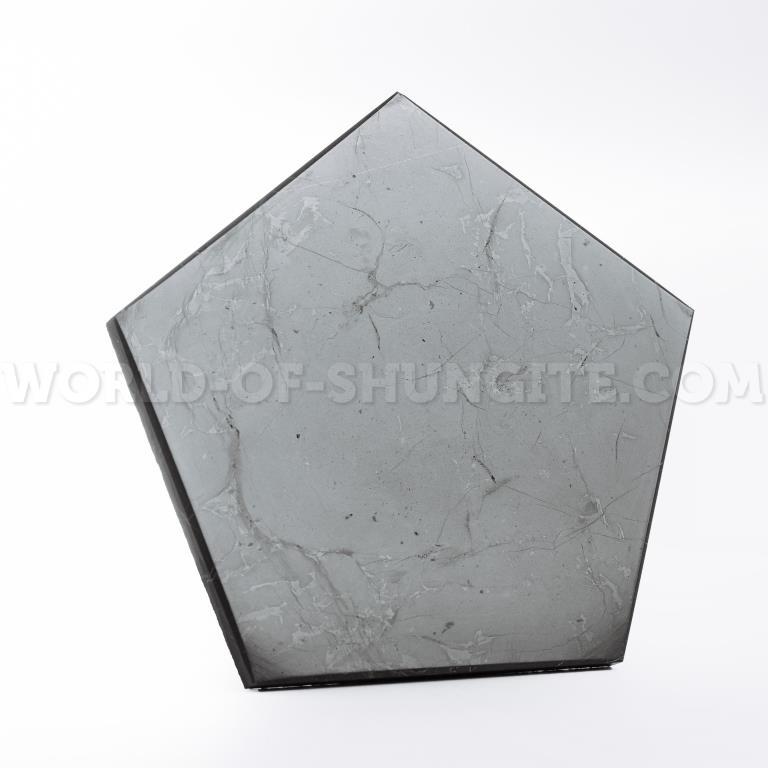Пятиугольник полированный (пентагон) сторона 8cm из шунгита.