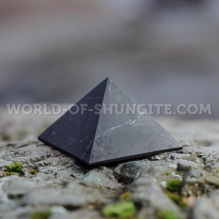 Пирамида неполированная из шунгита 6 см