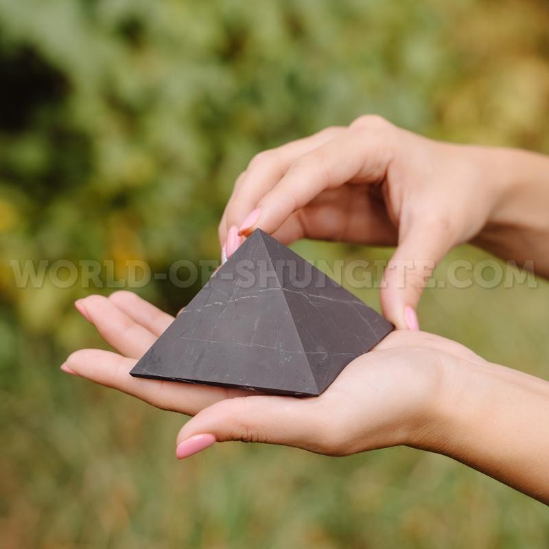 Пирамида неполированная из шунгита 8 см