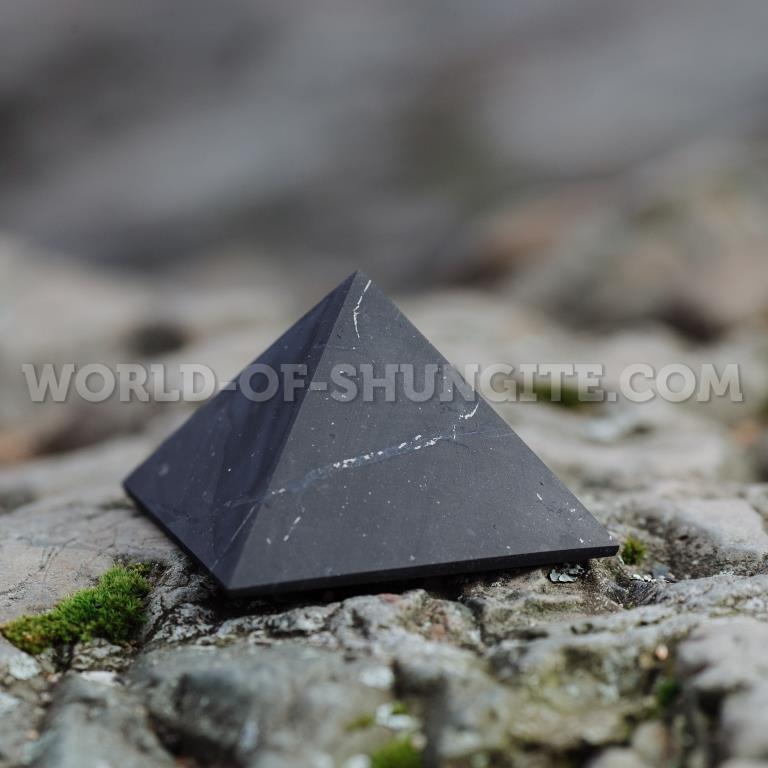 Пирамида неполированная из шунгита 9 см