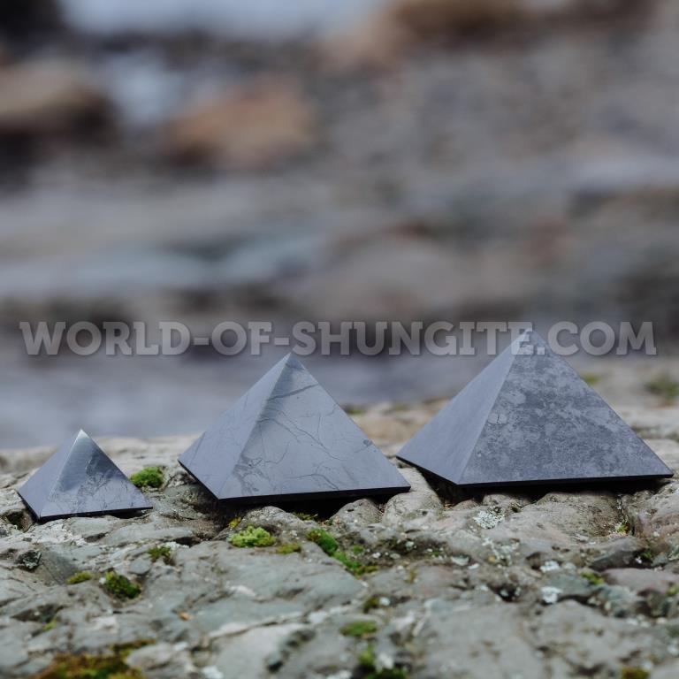 Пирамида полированная из шунгита 10см