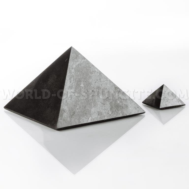 Пирамида полированная из шунгита 15см
