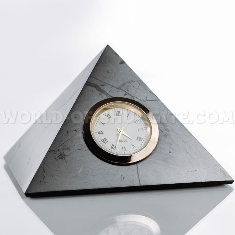 Пирамида полированная с часами