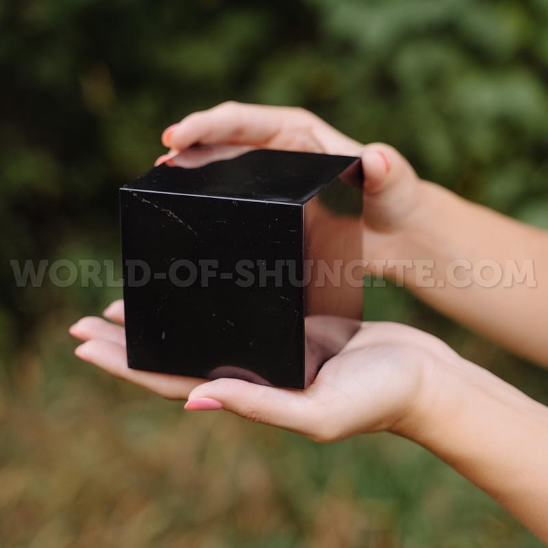 Куб шунгитовый полированный 8 см