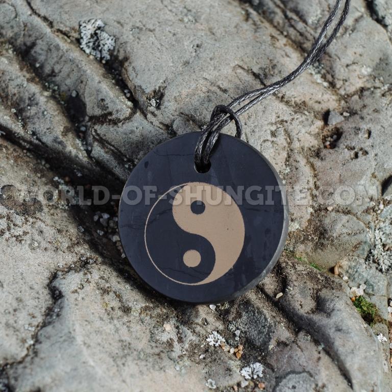 "Кулон ""Инь - Ян"" (круг) из шунгита."