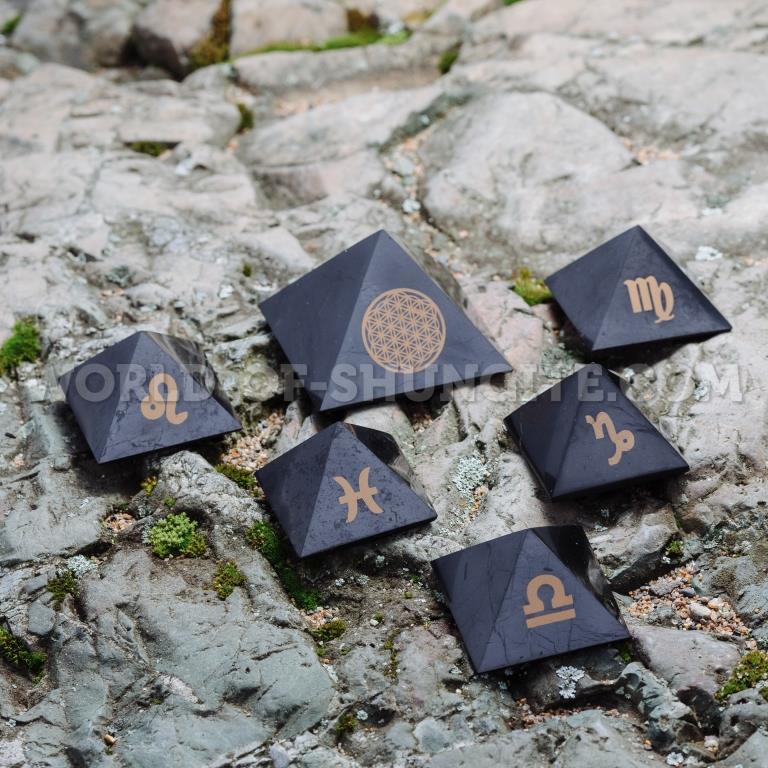 """Пирамида """"Овен"""" из шунгита"""