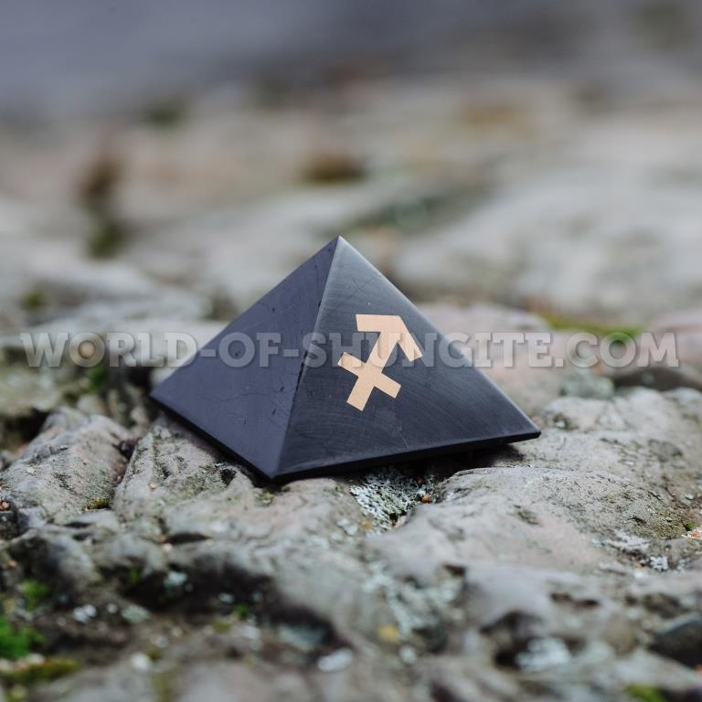 "Пирамида ""Стрелец"" из шунгита"