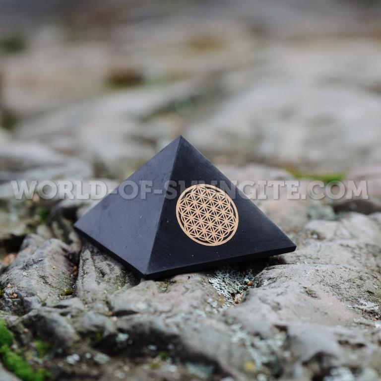 "Пирамида ""Цветок жизни""  из шунгита - 5см"