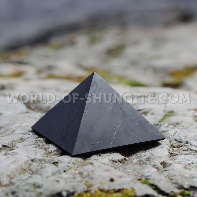 Пирамида неполированная из шунгита 15 см