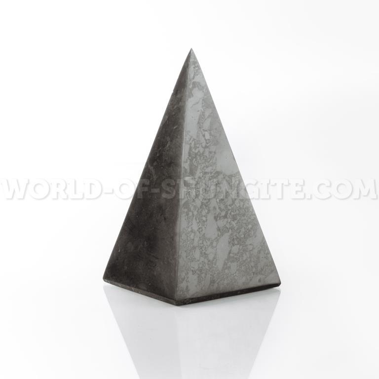 Пирамида Голода полированная из шунгита 3 см.