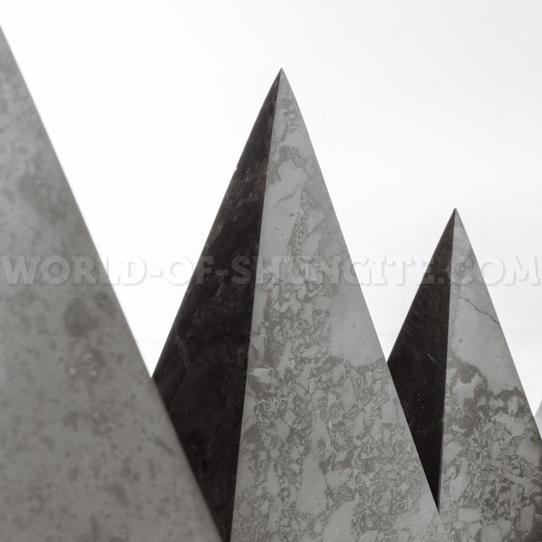 Пирамида Голода полированная из шунгита 7см.