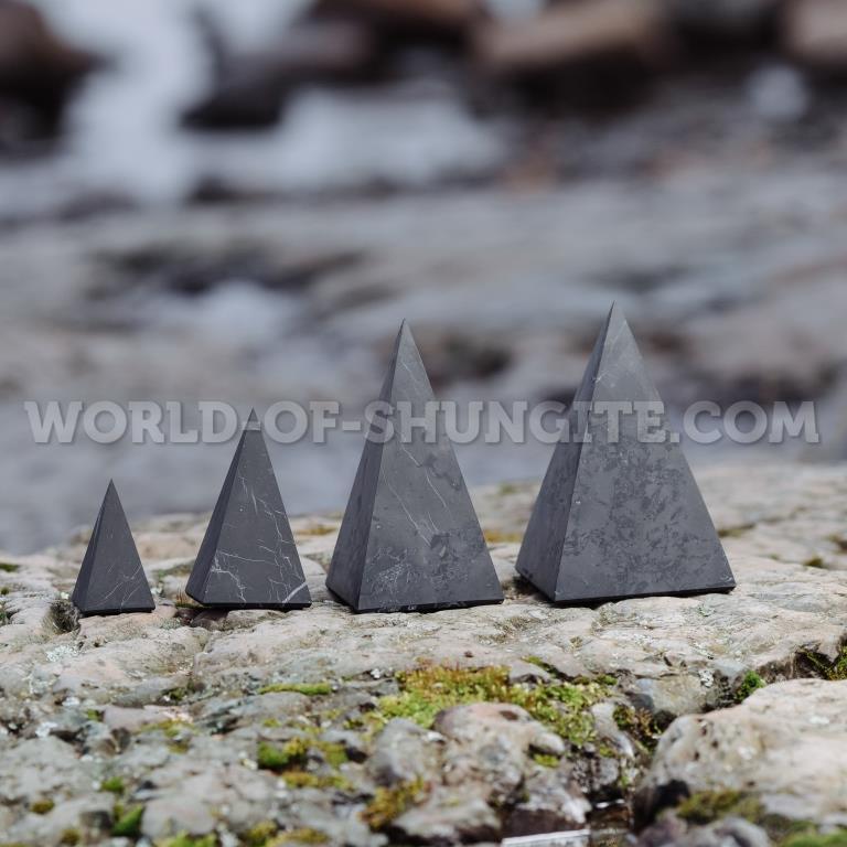 Пирамида Голода неполированная из шунгита 8см