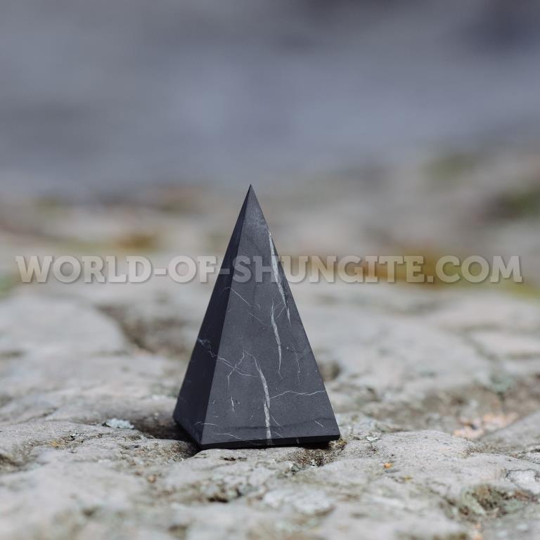 Пирамида Голода неполированная из шунгита 3см