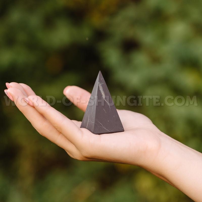 Пирамида Голода неполированная из шунгита 4см