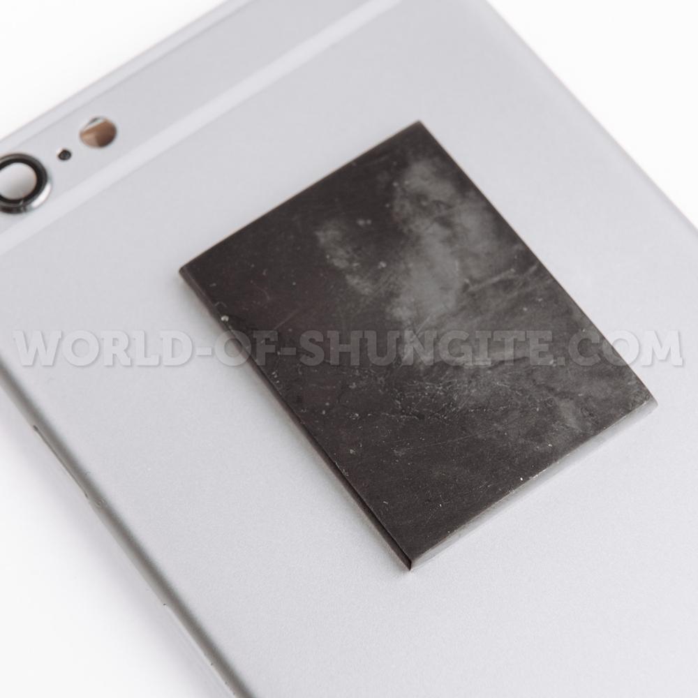 Пластинка для сотового телефона полированная прямоугольная  40х30 мм из шунгита.