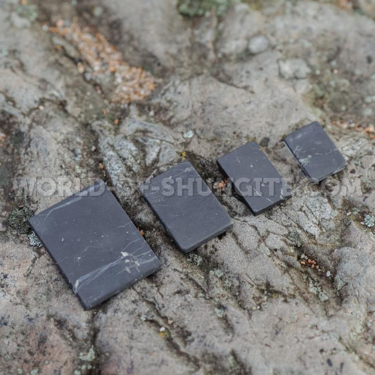 Пластинка для сотового телефона неполированная прямоугольная 40х30 мм из шунгита.