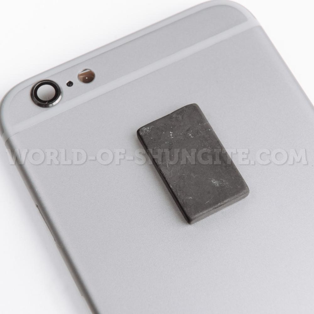 Пластинка для сотового телефона неполированная прямоугольная 25x15 мм  из шунгита.