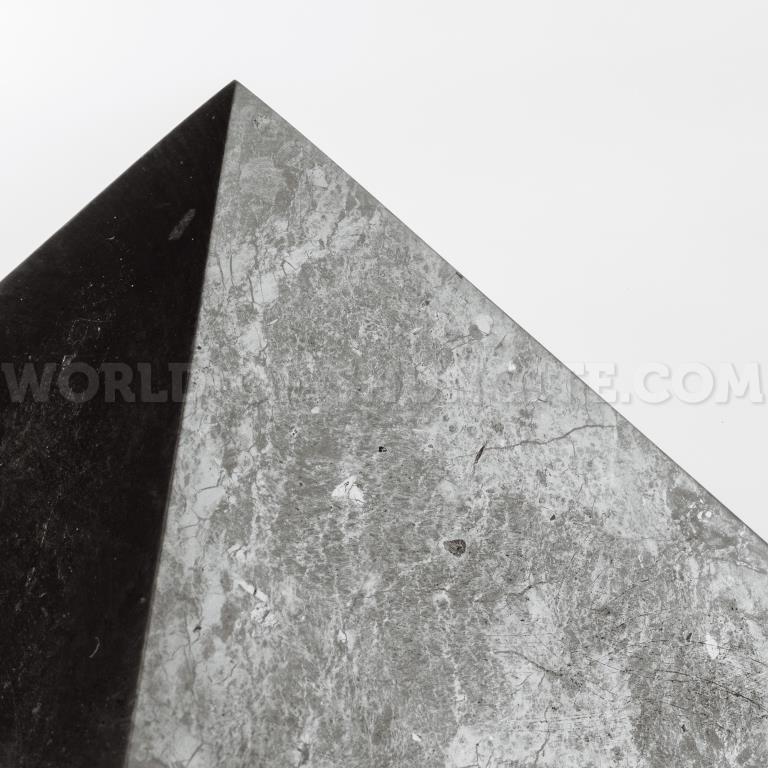 Пирамида полированная из шунгита 20 см