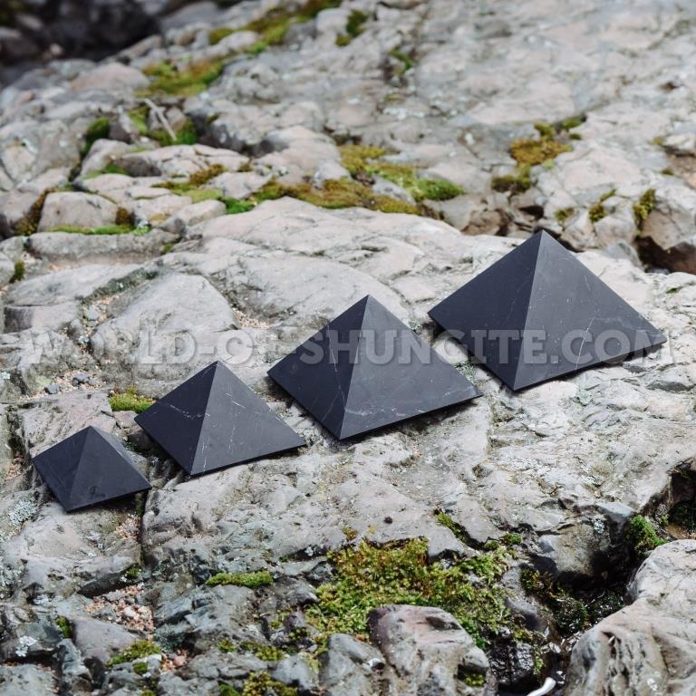 Пирамида неполированная 8 см