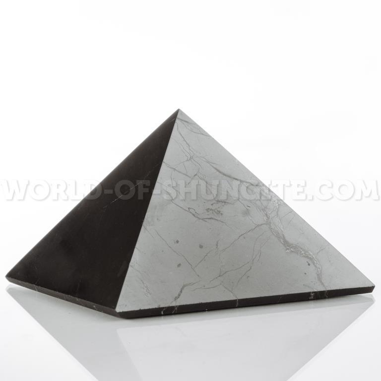 Пирамида 5 см из шунгита для водителя