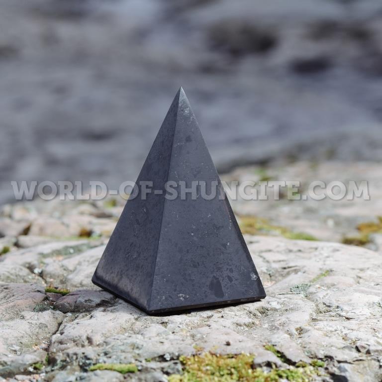 Пирамида Голода полированная 8см.
