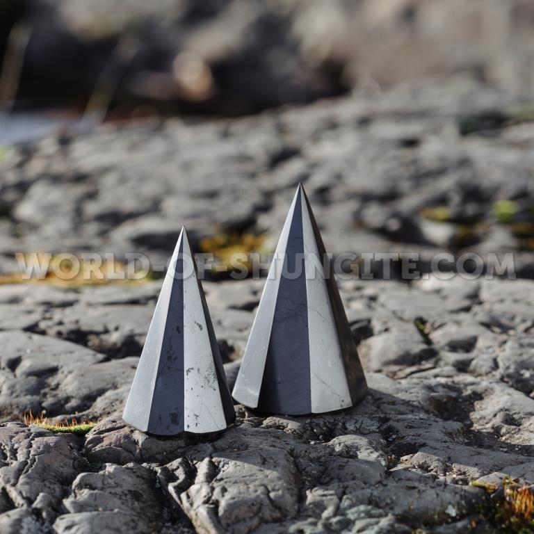 Пирамида полированная, 8-угольная, из шунгита 5 см