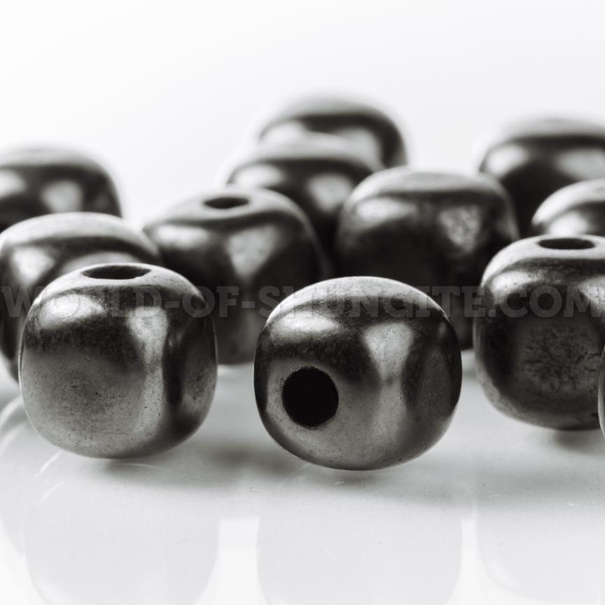 Бусинка-кубик полированная 9 мм с отверстием из шунгита.