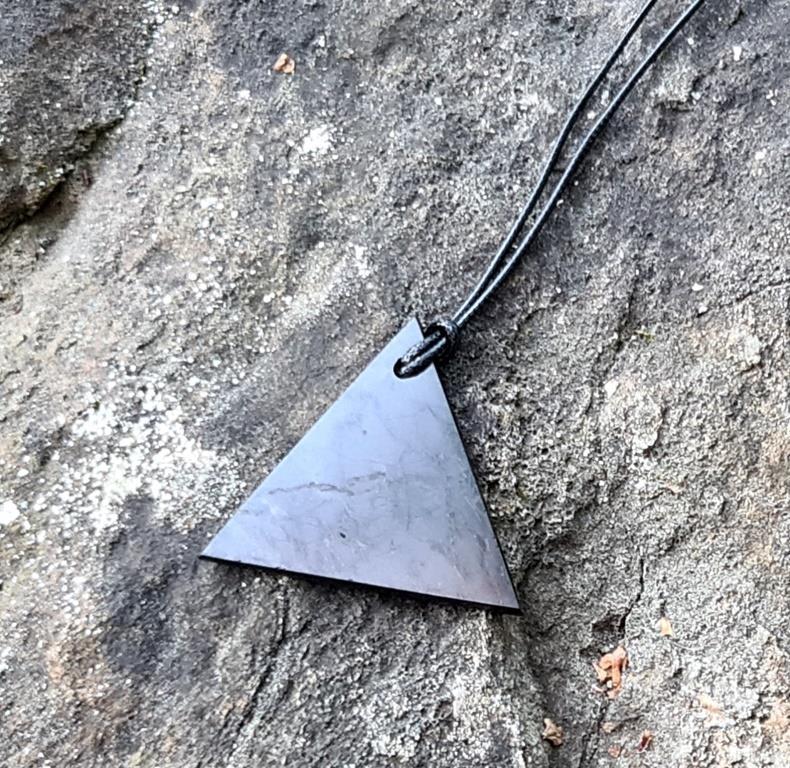 "Кулон ""Треугольник мужской"" из шунгита"