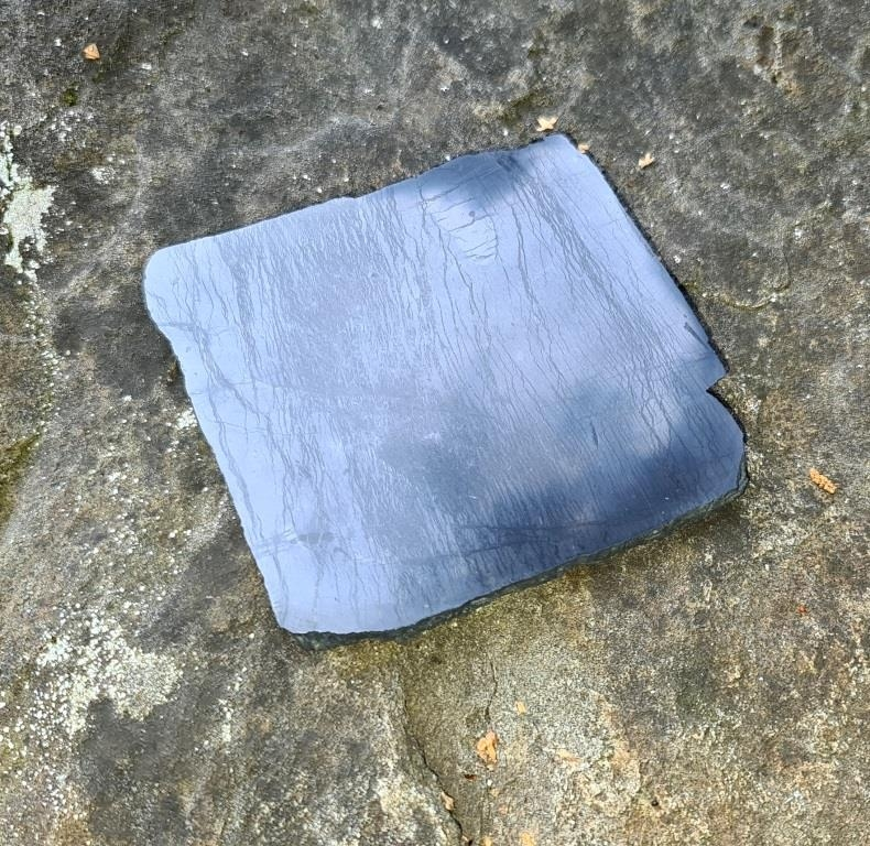 Плитка шунгитовая полированная бесформенная