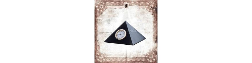 Пирамиды с часами
